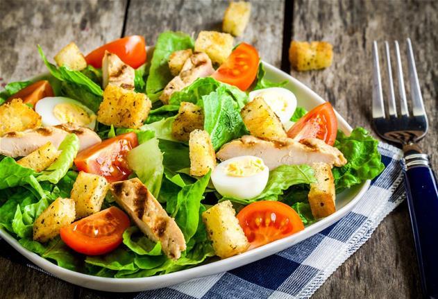 Savez-vous préparer la recette de la salade césar?